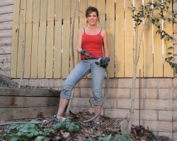 How to use Leaf Compost to Prepare Your Garden For Spring