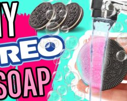 DIY COLOR CHANGING OREO SOAP!!! Wash your hands with OREOS! Magic soap!